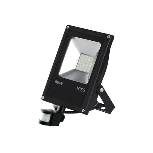 Fekete LED reflektor 50 W. Színe: 6000 K. Pir