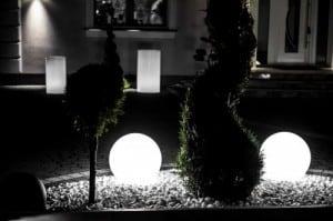 Három modern kerti lámpa szett Luna labda 20 cm, 30 cm, 40 cm, fehér golyók, fényes, LED izzók tartoznak small 1