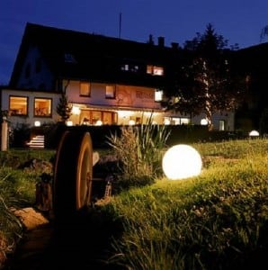 Három modern kerti lámpa szett Luna labda 20 cm, 30 cm, 40 cm, fehér golyók, fényes, LED izzók tartoznak small 3