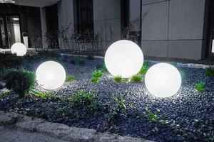 Három modern kerti lámpa szett Luna labda 20 cm, 30 cm, 40 cm, fehér golyók, fényes, LED izzók tartoznak small 7