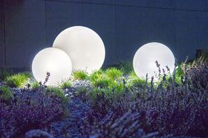 Három modern kerti lámpa szett Luna labda 20 cm, 30 cm, 40 cm, fehér golyók, fényes, LED izzók tartoznak small 8