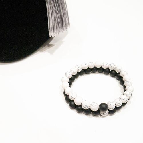 Karkötők gyöngyökkel - fekete, márvány